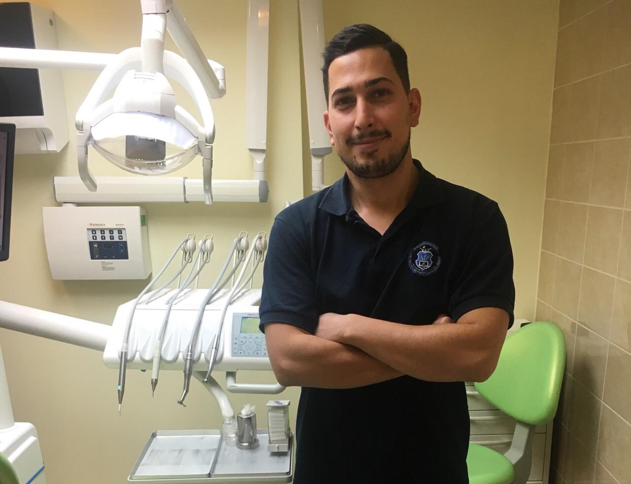 Dr Rafie Reza, Fogorvos